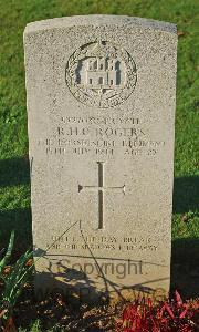 [IMAGE] St. Manvieu War Cemetery Cheux - Rogers, Robert Henry Charles