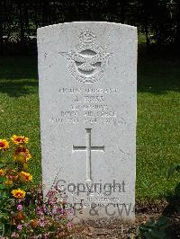 Milan War Cemetery - Ross, Alan