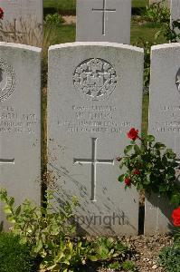 Tincourt New British Cemetery - Long, W