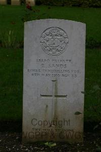 Authuile Military Cemetery - Sands, R