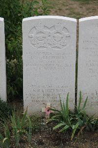 Choloy War Cemetery - Etherton, Ronald Henry